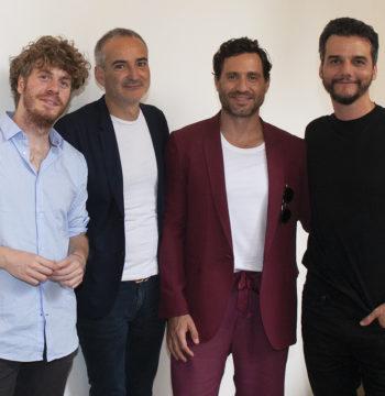 Lodo Guenzi cantante dello Stato Sociale con il cast di Wasp Network di Olivier Assayas con Édgard Ramirez, Wagner Moura